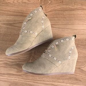 Sugar Mayflowers lace up wedge booties
